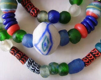 84 various beads of glass from Ghana - mixgb24