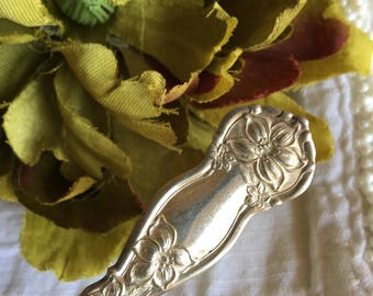 Antique Fruit Spoon Violet Wm Rogers & Sons Silverplate by Oneida Silver Plate - #R0128