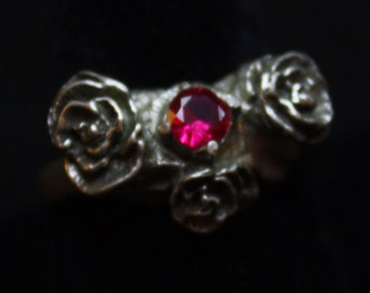 Tres Rose with Red Stone - Sterling Silver Ring