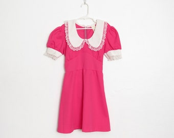 Girl's Mini Dress / Short Sleeved Bright Pink & White Polyester w/ Lace Trim / Vintage Junior's 1970s Tie Back Dress / Size 10