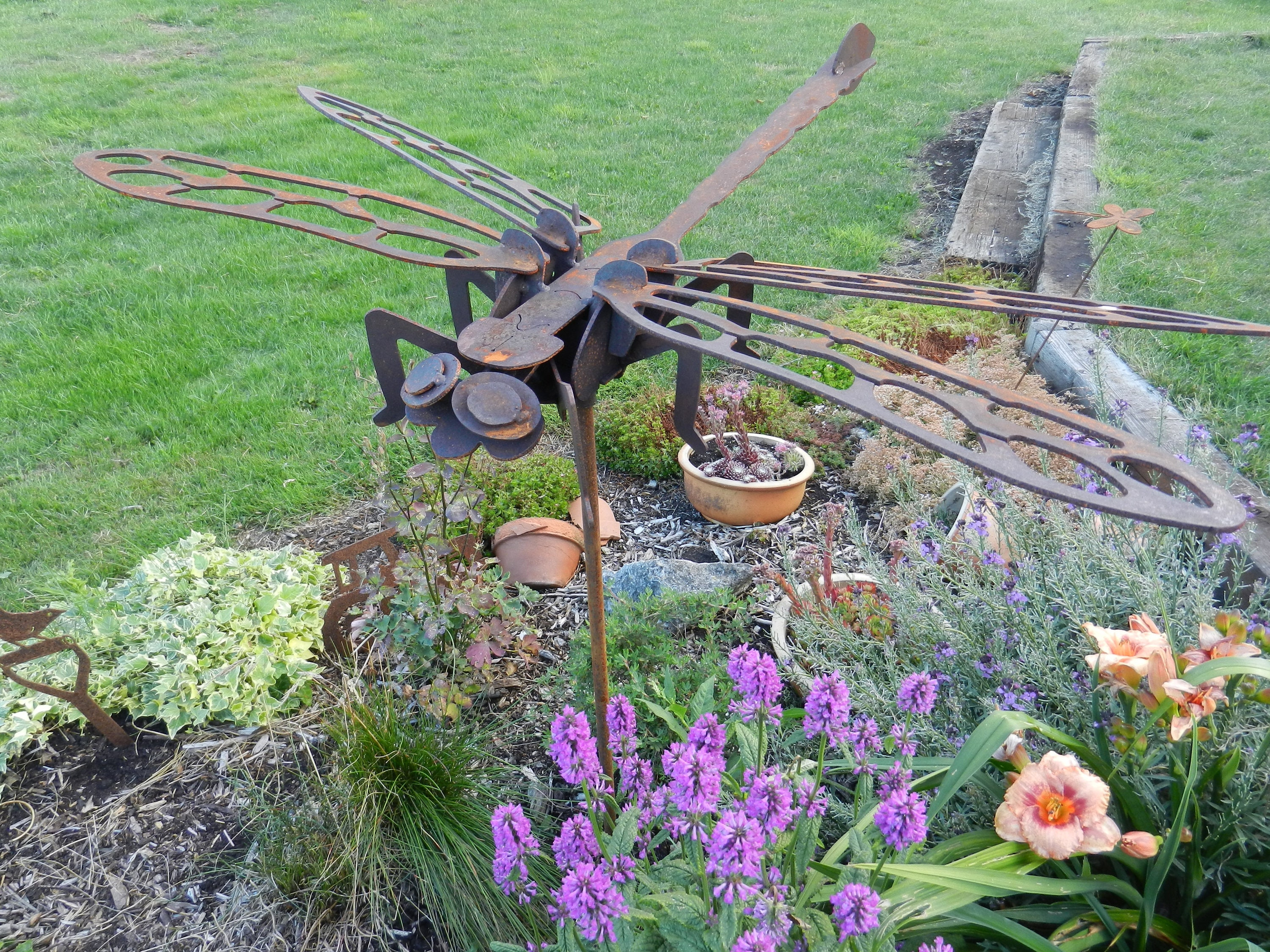 Giant Metal 3D Dragonfly 3ft on stake/ Rusty Metal Dragonfly