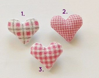 Tartan Heart (1pc). Valentines Cross stitch brooches. Checkered, plaid brooch. Party favors. birthday gift. Gift under 15euros.