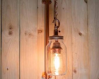 Tuyaux en acier industriel murale, avec lampe à incandescence kilner pot et edison. bar pub café bistro de style steampunk