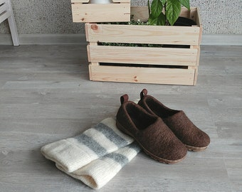 Set of felt shoes and leg warmers - woolen leg warmers and felted wool clogs - gift set - mix & match