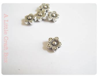 "10 metal beads ""flower / Daisy""-silver color"