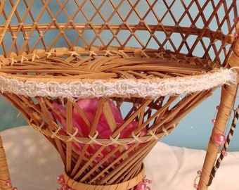 Bamboo plant holder. Pink roses.