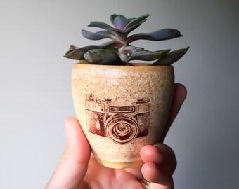 MINI SUCCULENT PLANTER // succulent pot -  air plant holder - camera planter - pottery - succulent gift - housewarming mini planter