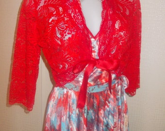 Bolero jacket in red stretch lace, 3/4 sleeves; size 38-40