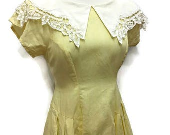 Nancy Johnson Petite Yellow Tea Dress with Lace Collar - Vintage Summer Short Sleeve Cotton Dress