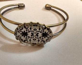 Bronze vintage cabochon oval, black and cream bracelet