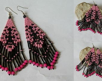 Woven earrings pink and black