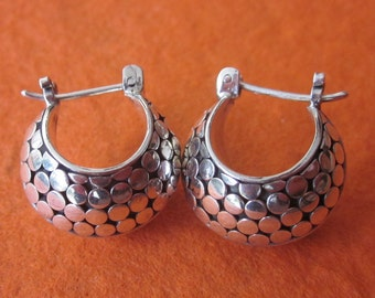 Beautiful Sterling Silver Hoop Earrings /  Bali handmade jewelry / silver 925 / 0.65 inch / (#539K)