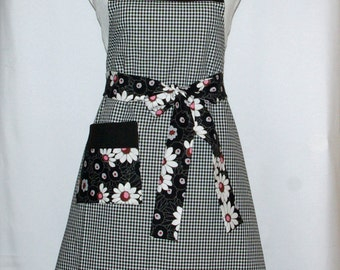 Women's Apron, Black & White Check Ladies, Beautiful Floral, Custom Personalize With Name, No Shipping Fee, Ready To Ship TODAY, AGFT 779