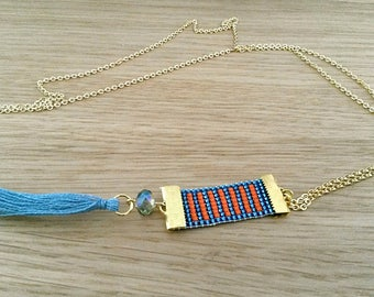 Necklace pendant with orange and blue lines