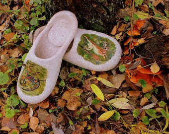 Beige felt men's house shoes Felted slippers Woolen clogs Hare Royal hunt Wool painting Needle felting Comfortable eco footwear Ecofriendly