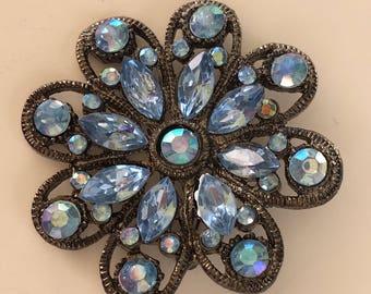 Vintage blue flower brooch