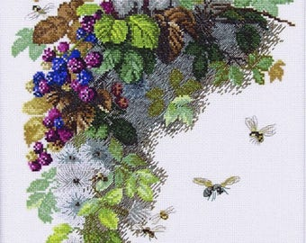 "NEW UNOPENED Russian Counted Cross Stitch kit ""Mary Weaver"" Bird Bee Blackberry"