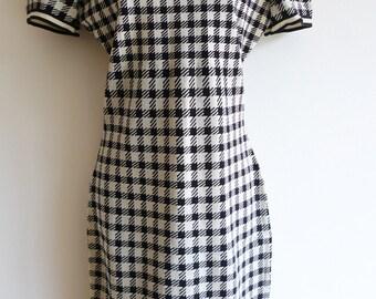 ALAIA Tati collection noir et blanc robe stretch à manches courtes