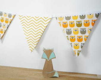 Garland of 14 flags in fabric, fabric ecru printed owls, white printed yellow chevrons, wall decor bedroom kids, yellow