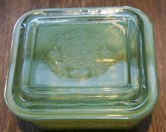 Vintage 1940s-1950s Jadeite Fire King Philbe Pattern Covered Refrigerator Dish 5""
