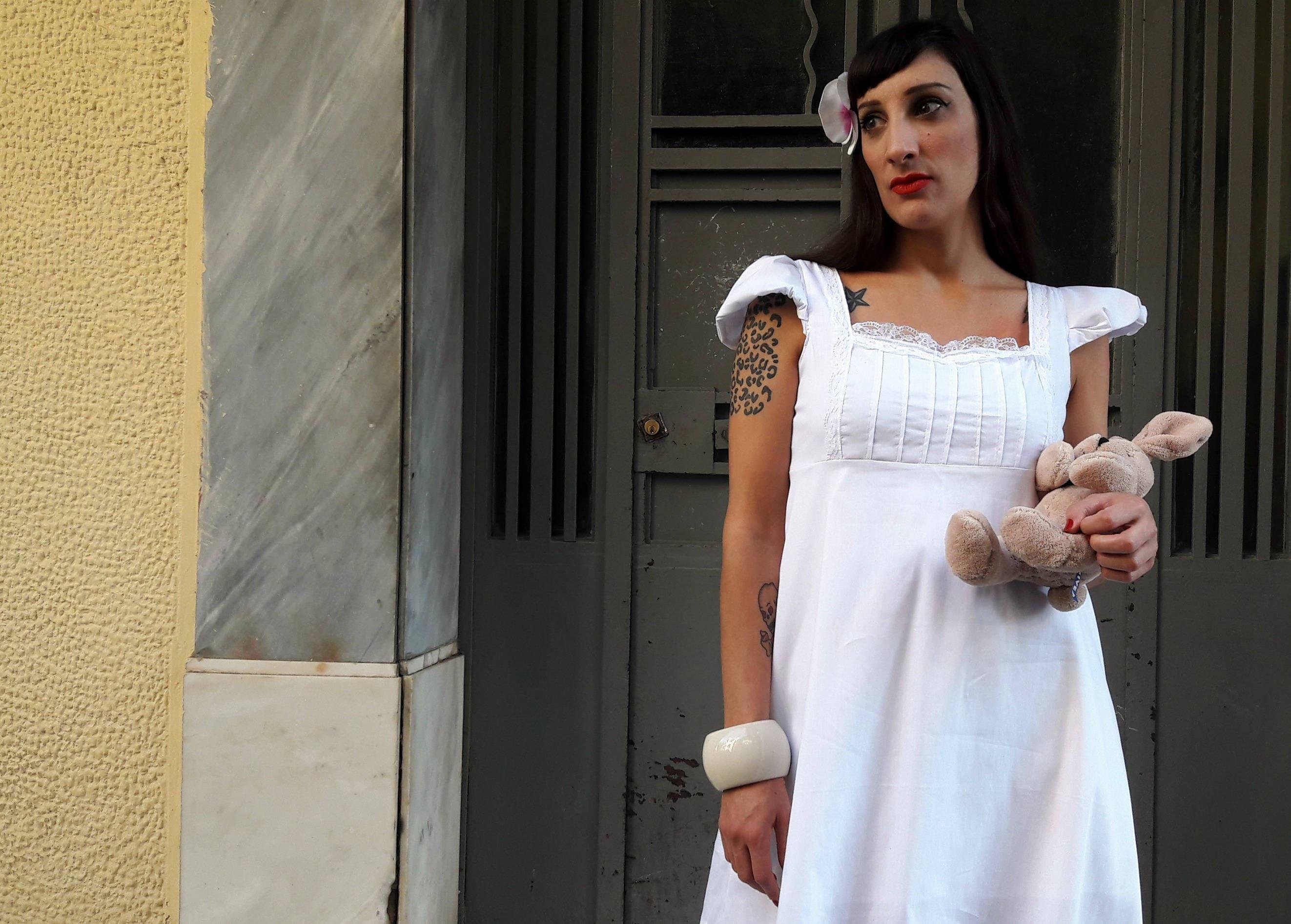 Weiße Mini A-Linie Kleid Empire Taille Kleid mit Puffärmeln