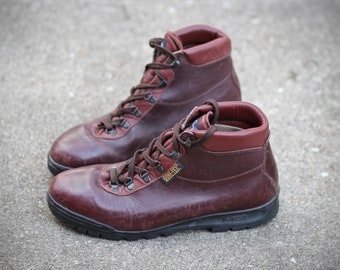 Vintage Vasque Sundowner Hiking Boots 1998 - Made in Italy - Waterproof Gore-Tex, Leather 11.5 mens - may fit trans / female fee
