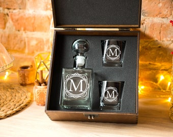 Groomsmen gift Christmas gift for Couple Personalized Whiskey decanter Set & glasses Mens gift Gifts for man Fathers gift Husband gift