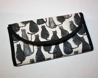 Wallet made in cotton patterned black cats!