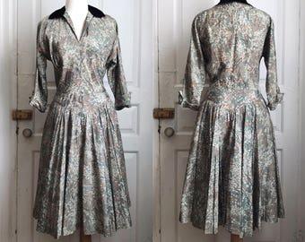 1940s / 40s R&K Originals Taffeta Floral Print Dress with Silk Velvet Collar and Full Skirt / Medium