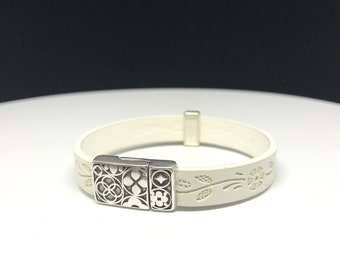 White leather bracelet with magnetic clasp, white bracelet, beautiful leather bracelet, bracelet for women