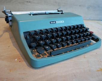 Retro Typewriter, Green Vintage Typewriter Olivetti Lettera 32 manual, industrial type writer with French keyboard AZERTY