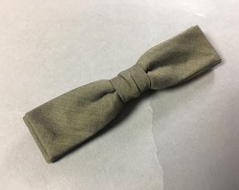 Vintage bow tie / vintage clip on bow tie / 1940s 1950s 1960s bow tie / bow tie