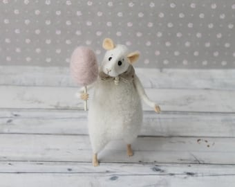 Felted animal, Felted mouse with candy, Needle felted mouse, White mouse, Wool felt, Dollhouse miniature, Home decor, Birthday gift