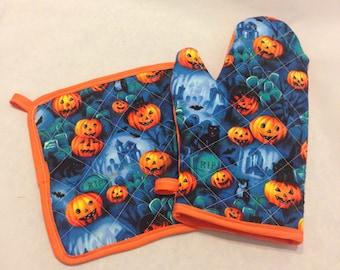 Jackolantern halloween quilted/insulated oven mitt and pot holder set