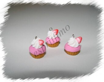 """""""Strawberry cupcake"""" charm in polymer clay"""