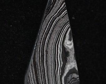 Fordite pendant, black silver maroon, silver jump bail 14.5ct