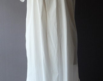 """1920s white cotton night gown, chemise, 46"""" bust"""