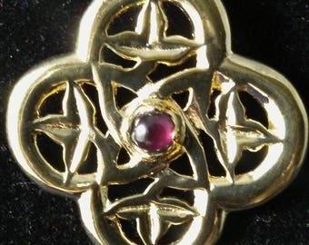 Quatrafoil vermeil pin with 5mm garnet