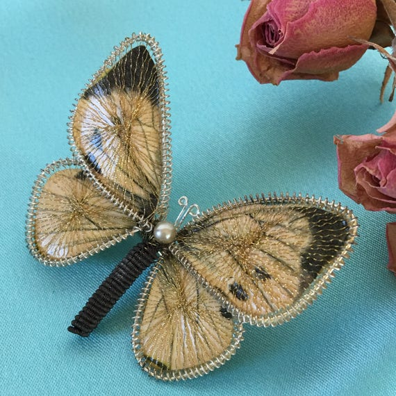 Vintage Butterfly Pin Brooch. Lovely Gold Thread Wires Criss