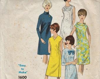 Vogue Basic Design 1600 / Vintage 60s Sewing Pattern / Dress / Size 12 Bust 32