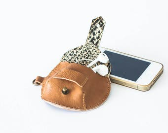 Earphones brown leather case, earbuds pouch headphone holder cable holder organizer earphone keeper coin purse