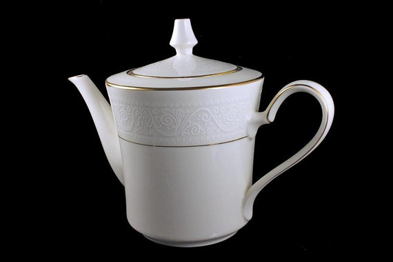 Teapot with Lid, Noritake Tulane, Discontinued Pattern, White Filigree, Gold Trimmed, 5 Cup