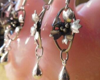 "2 pr Beautiful Dainty Raindrop Handmade Vintage Estate Sterling 925 Flower Fine Craftsmanship Earrings 1.50"" w new sterling wire great gift!"