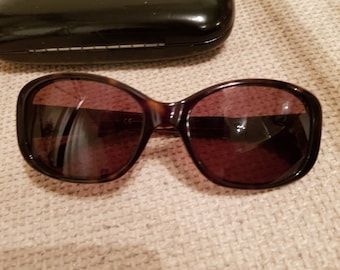 Vintage channel ladies sunglasses