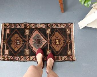 vintage Turkish rug, rustic geometric  tiny rug, bright colors wool rug, meditation rug, door mat, bath mat