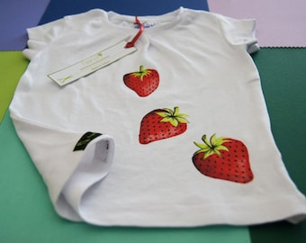 Girl t-shirt short sleeve with strawberries hand painted