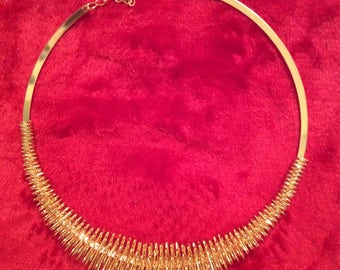 Necklace gold tone costume jewelry Vtg