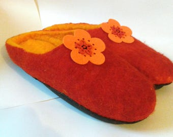 Women felt slippers Ready to ship US9 Red Felted slippers House shoes Felted home shoes Womens slippers Felted shoes Felted wool shoes Mules