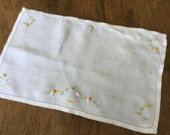 "Vintage embroidered linen table topper, 10 1/2"" X 17"""