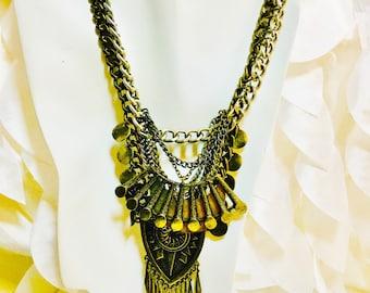 Vintage Bohème couches orné de médaillons et de chaînes Biker Chic des années 80 collier Chunky lance comme balance Urban Gypsy romain en relief